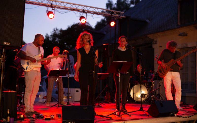 Concert-du-14-juillet-The-Barrels-Red-kiss-Orchestra-07jpg##Concert-du-14-juillet--The-Barrels---Red-kiss-Orchestra--07##Théâtre des Forges##
