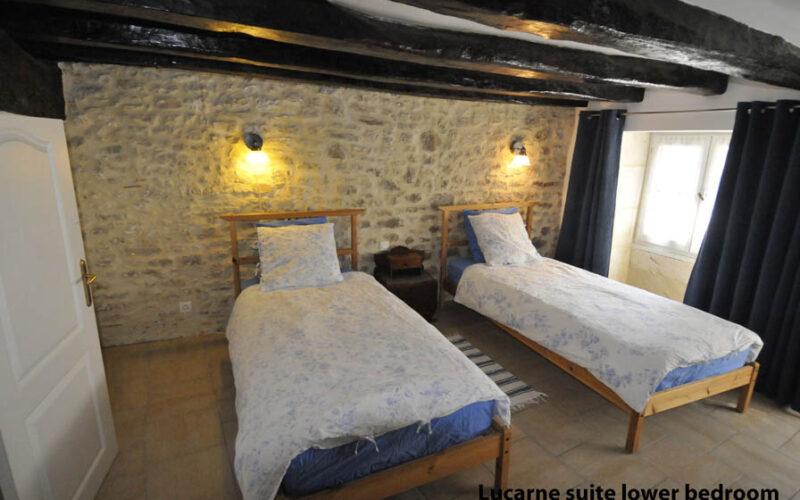 DSC3702JPG##Gîte Lucarne Chambre avec deux lits##Seyr Investments##